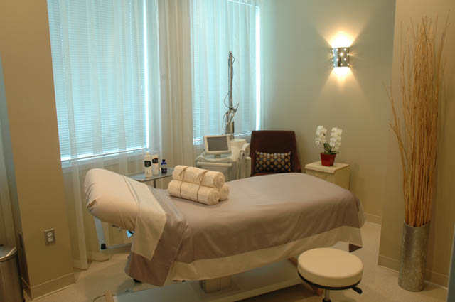 store_laser_treatment_room_640